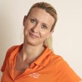 Anna Wagner ist staatlich anerkannte Physiotherapeutin seit 1993 und hat die EU weite Zulassung als Physiotherapeutin. Sie ist Manualtherapeutin, Vojtatherapeutin mit Refresherkurs, McKenzie Therapeutin, Cyriax-Therapeutin, Manuelle Lymphdrainage und hat Fortbildungen in Systemischer Therapie. Sie ist Kursleiterin für Rückenschule, Kursleiterin für Autogenes Training und Kursleiterin Progressive Muskelentspannung nach Jacobson. Für Premium Kunden von PHYSIOmedi.co berät sie online zum Thema Arbeitsplatzanalyse und Arbeitsplatzergonomie. Sie betreibt ihren eigenen Blog und ist aktiv auf allen gängigen Social Media Plattformen.